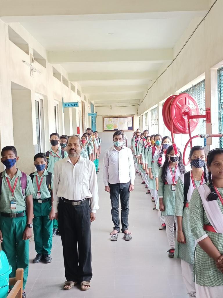 STUDENTS CLASS.4jpg